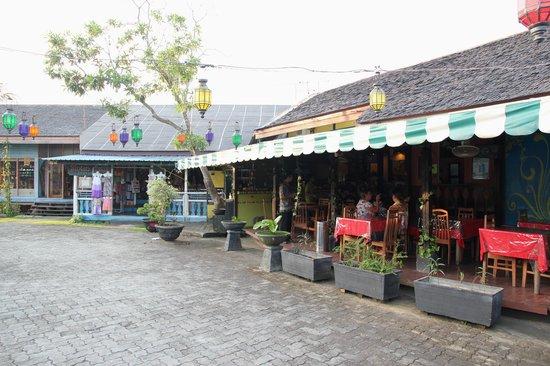 Pasar Oleh Oleh : Bintan Idol Cafe