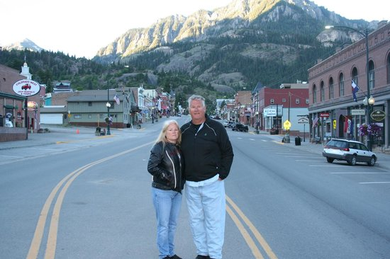 River's Edge Motel: Middle of Ouray & surrounded by mountains