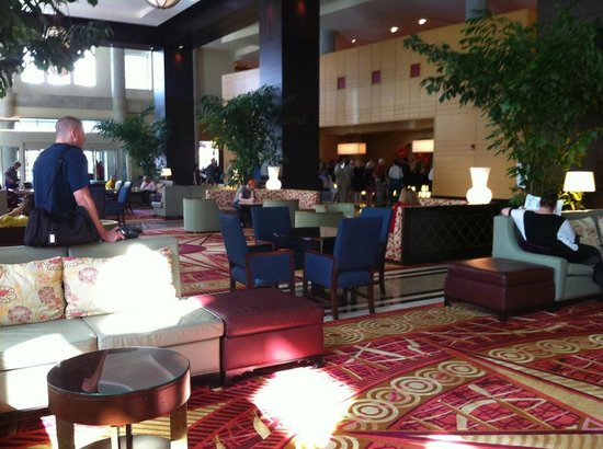 Lancaster Marriott at Penn Square: lobby area