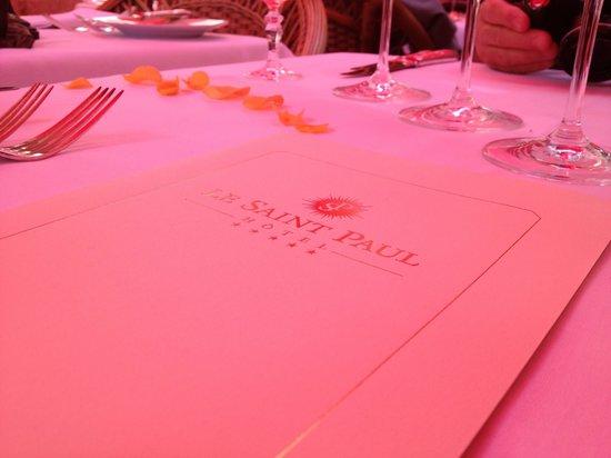 Le Saint Paul : Seating & menu