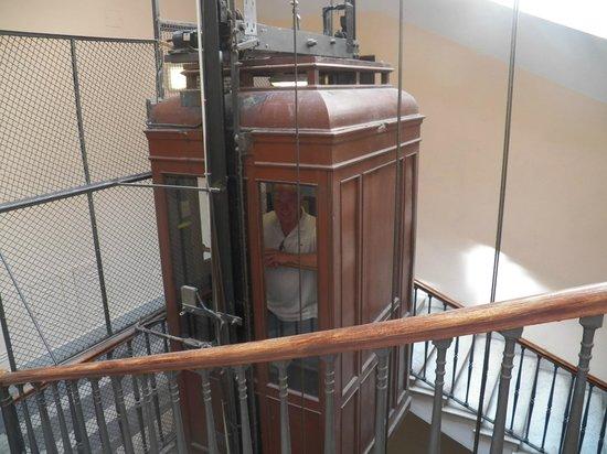 B&B Relais La Maison: Charming (and safe) elevator