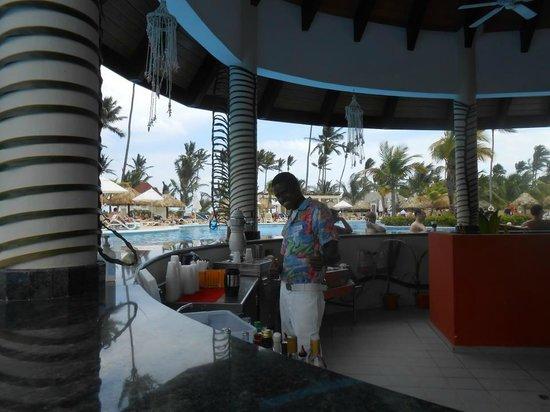 Luxury Bahia Principe Ambar Don Pablo Collection: BEST pool bartender... yunior!