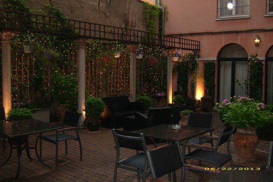 Hotel Rubens - Grote Markt: court yard for breakfast or evening drinks- weather permitting