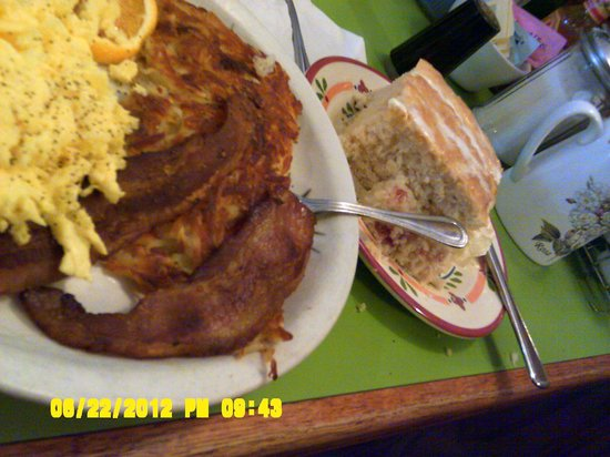 Laurie's Breakfast Cafe: bacon and eggs