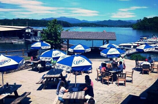 The Blue Otter Restaurant and Sports Bar: patio dining