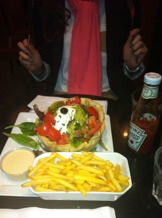Indiana Café - Montparnasse : Ensalada con Guacamole... Riquísima!