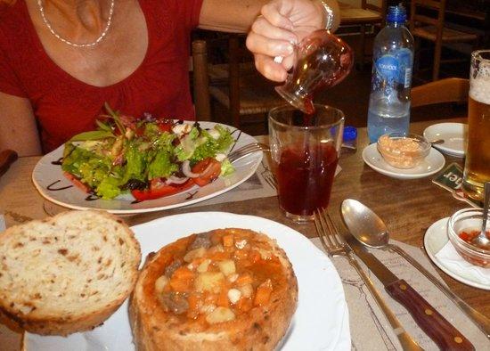 Aranysarkany Vendeglo : Goulash in a bun - whatever next?
