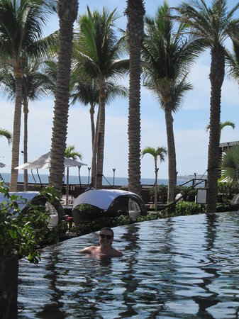 Cabo Azul Resort: Poolside relaxation