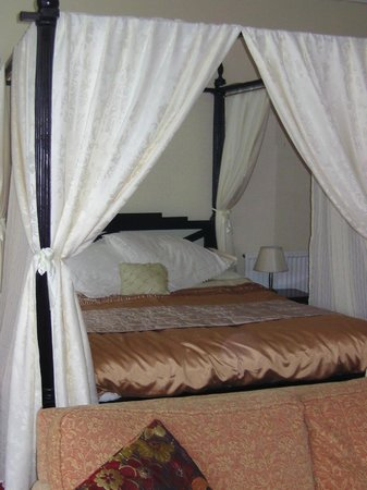 Boundary Hotel: our four poster room
