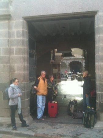 Novotel Cusco: NOVOTEL HOTEL entrance and courtyard