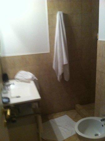 Condotti Inn: Baño