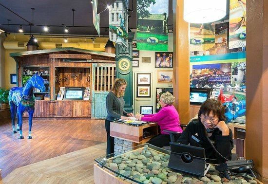 Lexington Visitors Center : Specialists are available to answer questions