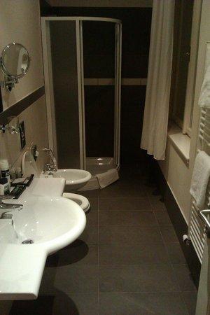 Hotel Sovereign: Bathroom