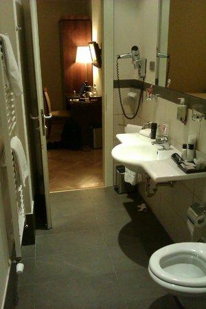 Hotel Sovereign: Bathroom / room