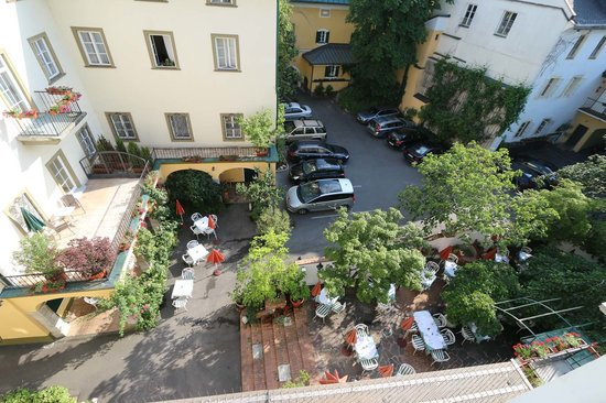 Romantik Hotel Post: Innenhof tags