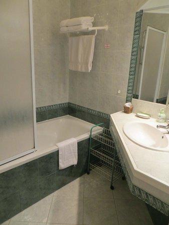 Le Mas des Cigales: bathroom