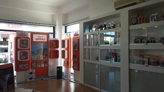 Melendugno, Italie : Centro telefonia autorizzato Wind, Vodafone, Tim, Tre