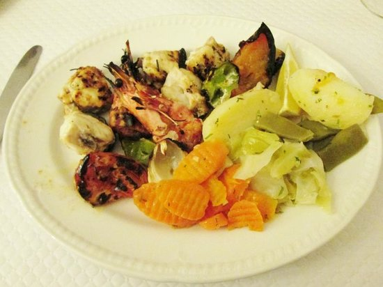 Salgadosmar Restaurante Bar : King Prawn and Monkfish Kebab with Vegetables