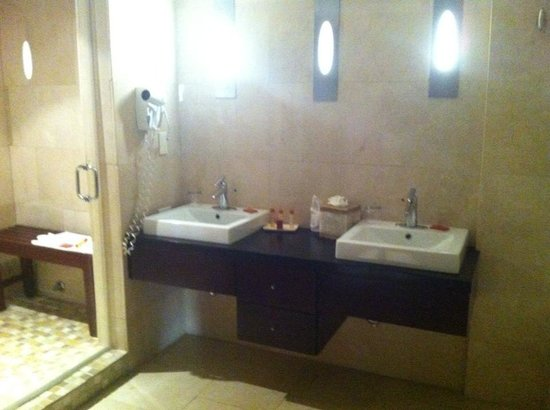 Cervantes: Double Penthouse Sinks (Another Sink in Closed in Toilet Area)