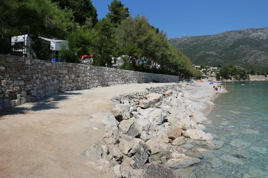 Nevio Camping: Strandpromenade