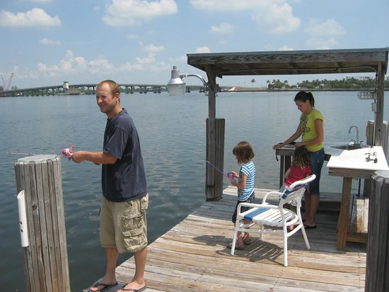 Palm Beach Waterfront Suites: Free fishing on the private pier