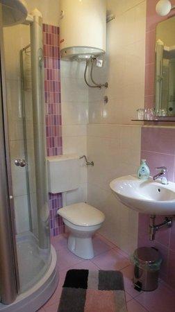 Kaleta Apartments: Bathroom