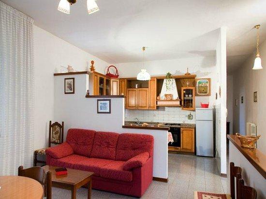 soggiorno/angolo cottura - Foto di Casa Dei Pini, Cortona - TripAdvisor