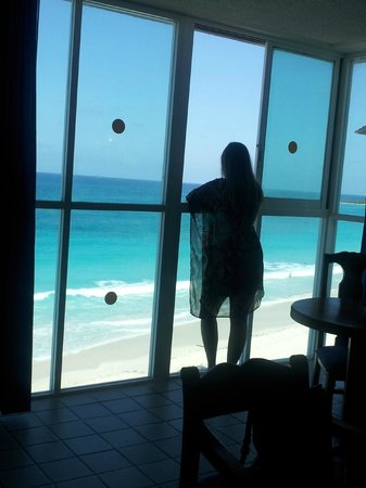 Oleo Cancun Playa: Beach front view.  It doesn't get better!!!!