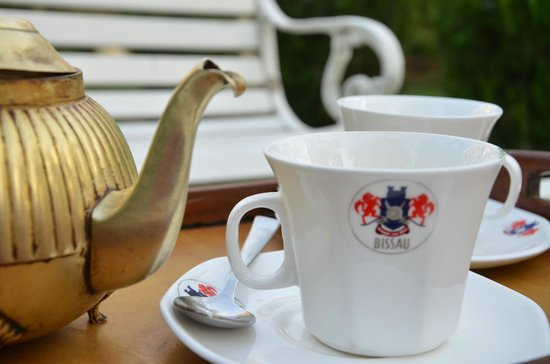 Bissau Palace: Beautiful coffee service...too bad it was instant coffee
