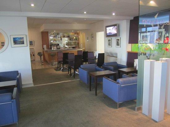 Hotel Novotel Perpignan : Cafe bei der Lobby