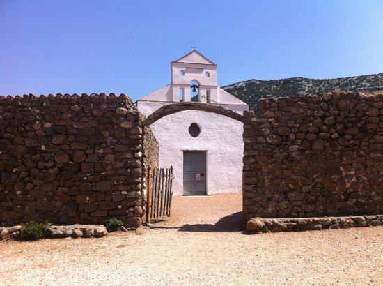 Trenino Supramonte: Chiesa santo pedru