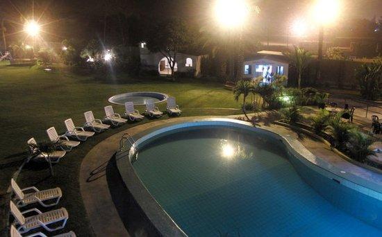 Chosica, Peru: Piscina vista noche