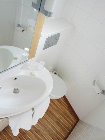 Ibis Portsmouth Centre: Bathroom