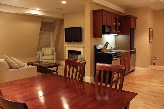 Atlantic House Inn : Condo - Living area