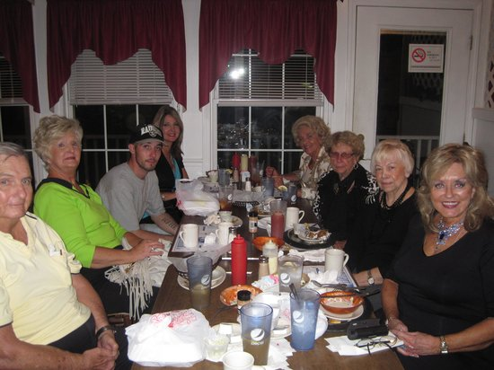 Lake Waccamaw, NC: Another fun time at Dale's