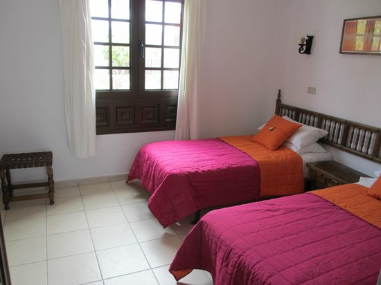 Las Rosas Apartments: Bedroom overlooking front terrace