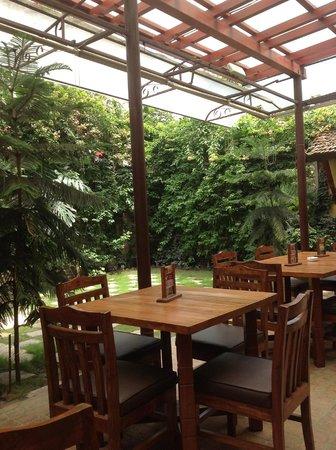 แอมบาสเดอร์ การืเด้น โฮม: garden