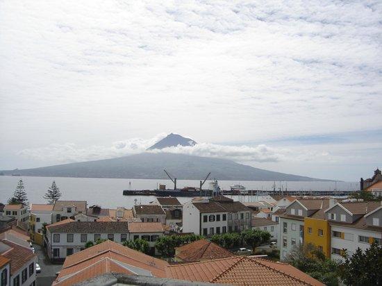 Verde Mar: Vista dos Apartamentos para a ilha do Pico