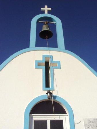 Tigaki's Star Hotel: the church in front of hotel