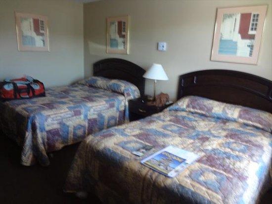 Knights Inn Owen Sound: beds