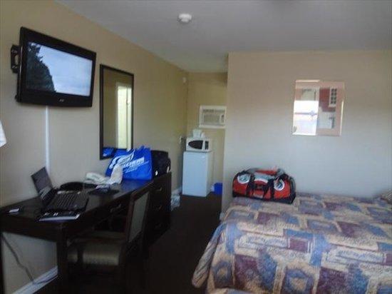 Knights Inn Owen Sound: room view