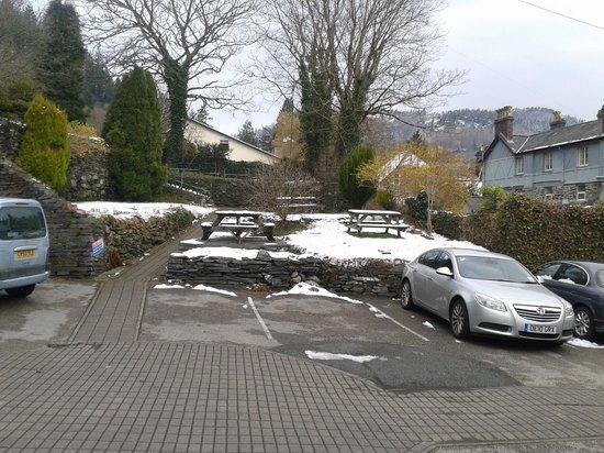 Gwesty Glan Aber Hotel : car park n garden at back of hotel