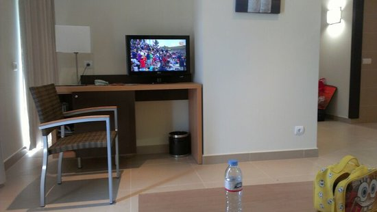 Isdabe Complejo Residencial: Television y minibar