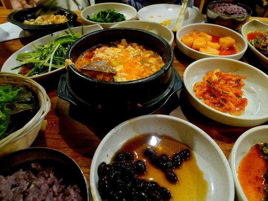 Kunjip Restaurant: seafood tofu soup