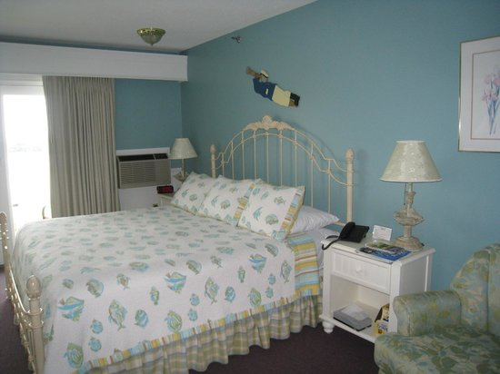 Strawberry Hill Seaside Inn: King room