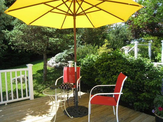 Strawberry Hill Seaside Inn : Perfect spot to enjoy the view