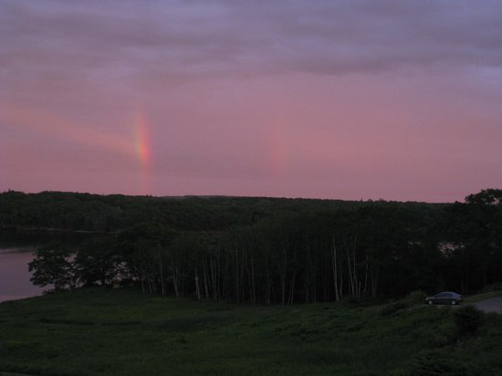 Strawberry Hill Seaside Inn: Sunset and double rainbow over the bay