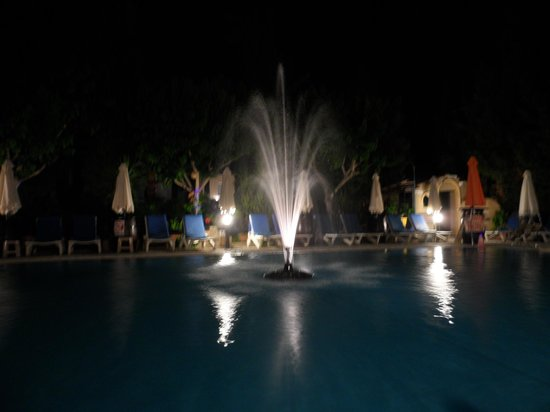 Apollonia Holiday Apartments: The pool at night
