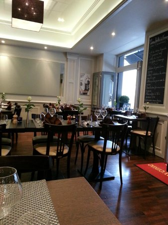 Le Bistrot Gourmand : Cosy interior, like most French restaurants