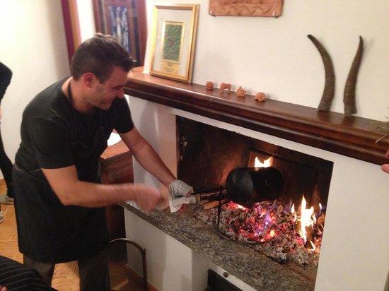 La Giulina Agriturismo: Andrea con la preparazione delle castagne